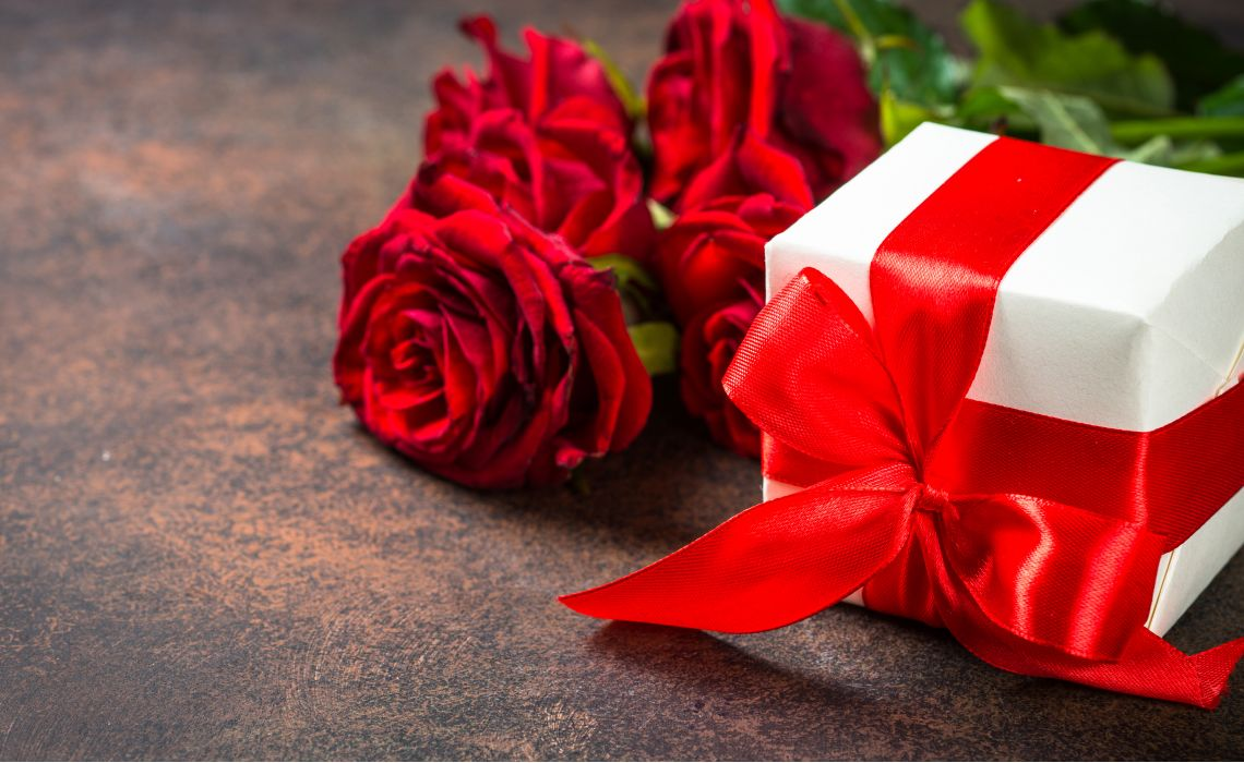 Pairing Flowers and Gifts for Christmas